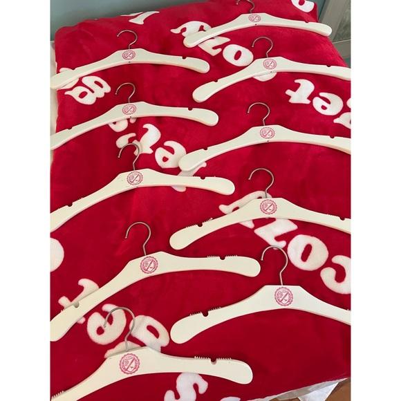 Vs PINK 10 rare hangers